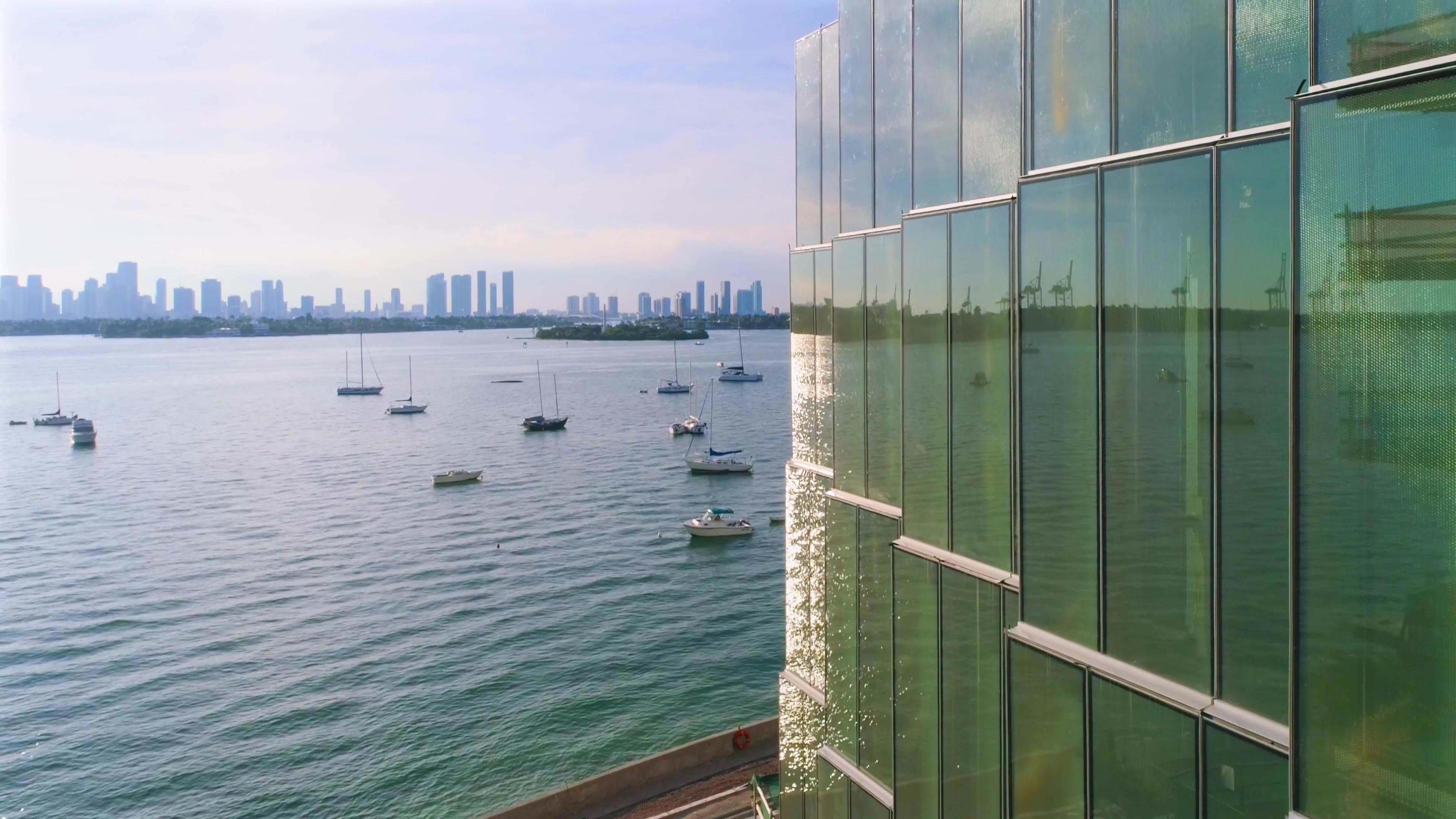 Monad Terrace Miami Beach-Daumen