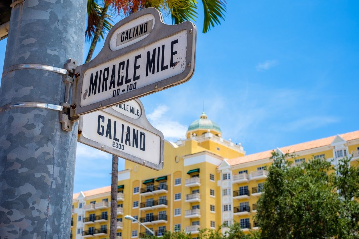 Miracle Mile-Straßenschild in Coral Gables, Miami